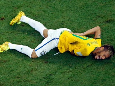 Neymar lies on ground in pain after being kneed in the back.